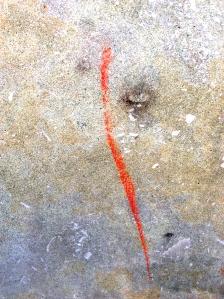 Ein roter Kreidestrich